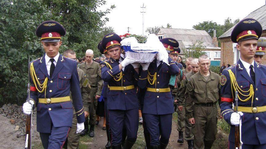 Нацгвардійця Богдана Дацюка поховали на батьківщині його батьків
