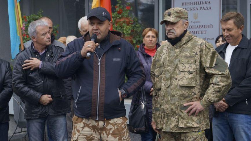 """Вінницьких пенсіонерів вмовляли не """"стріляти у владу з автомата"""""""