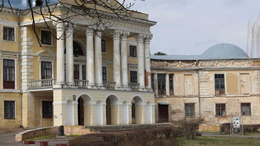 """Вороновицький палац повернуть у 18 сторіччя. Ліпнину більше """"не ламатимуть"""""""