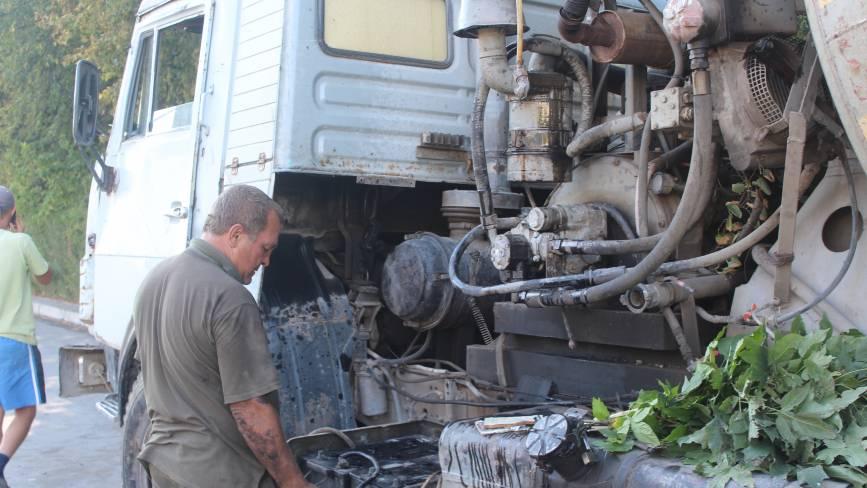 На Барському шосе перевернулася  бетономішалка з 18 тоннами цементу