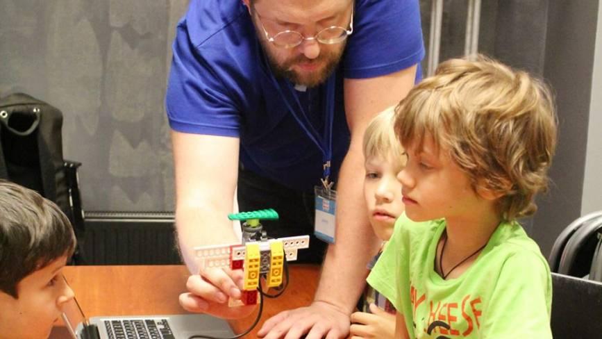 Створити у Вінниці безкоштовний клуб з робототехніки для дітей – реально