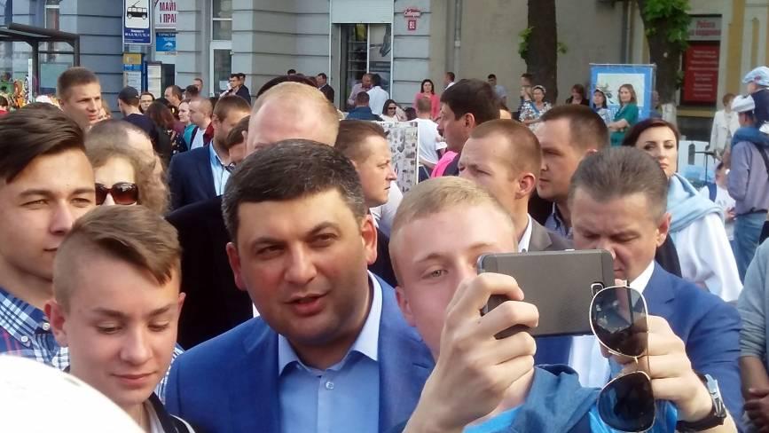 На День Європи вiнничани робили селфі з прем'єр-міністром