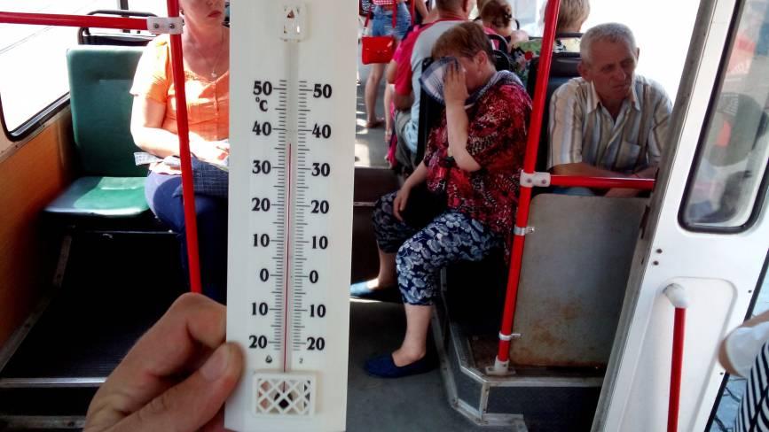 Наскільки «гаряче» у міському громадському транспорті? Журналісти перевірили