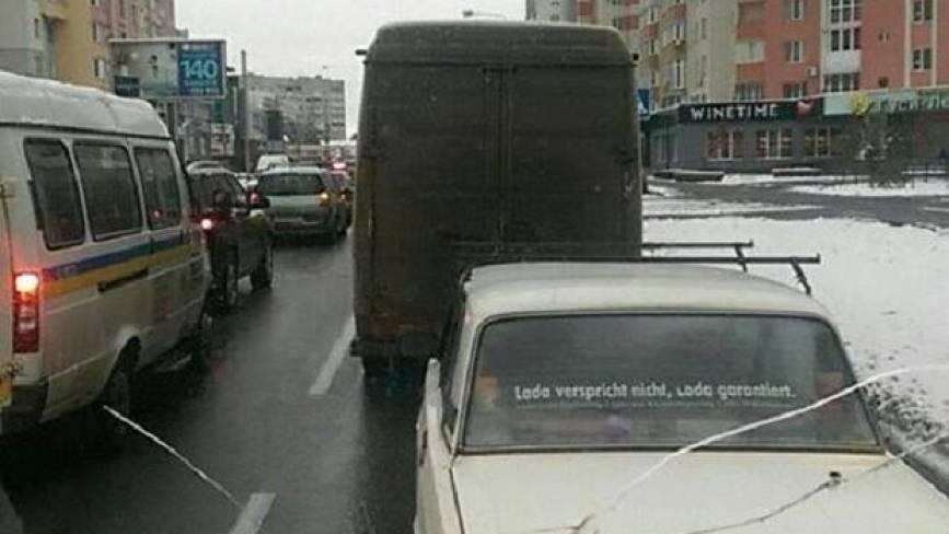 На Князiв Кoрiaтoвичiв «поцілувалися» два авто. Через це утворився затор