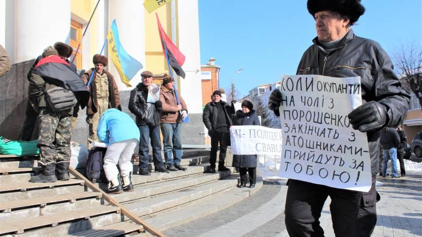 Активісти та АТОвці вимагають позачергову сесію облради