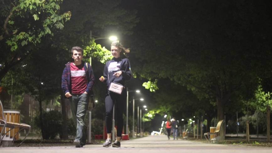 Алея Космонавтів-3. Вечірня прогулянка у місці, де все світиться