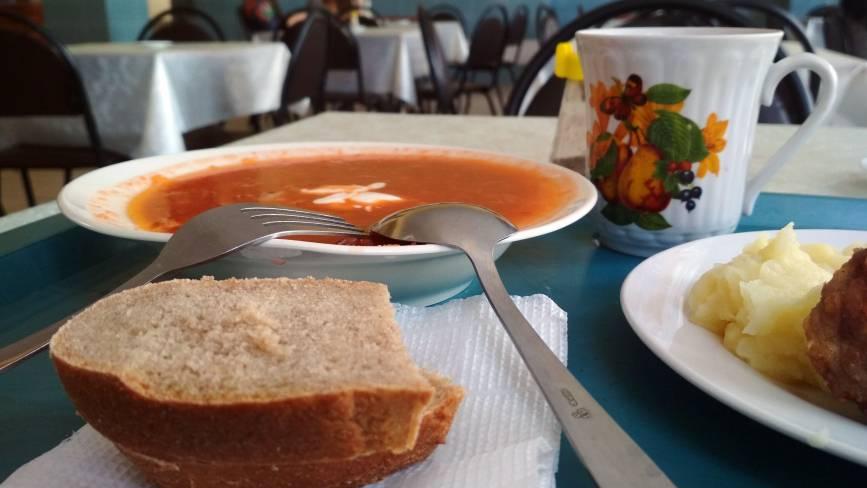Рейд по їдальнях: Як годують у будівельному коледжі на Коцюбинського