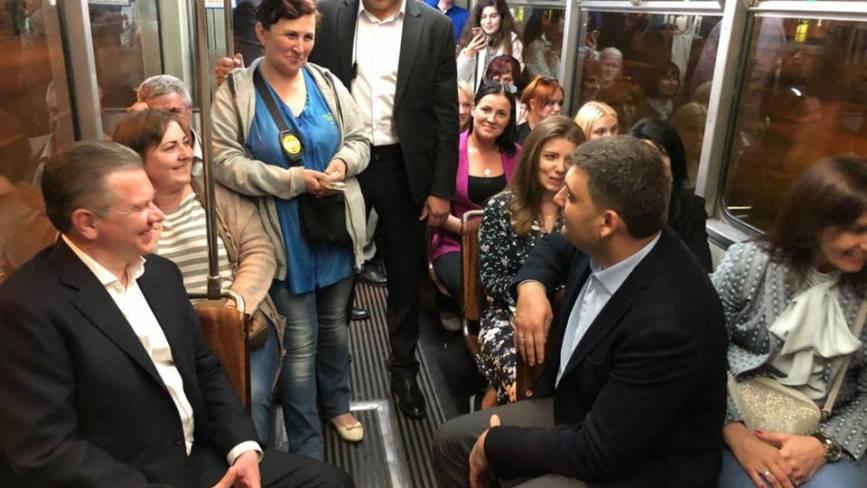Володимир Гройсман з Дня Європи добирався вінницьким трамваєм (ФОТО)