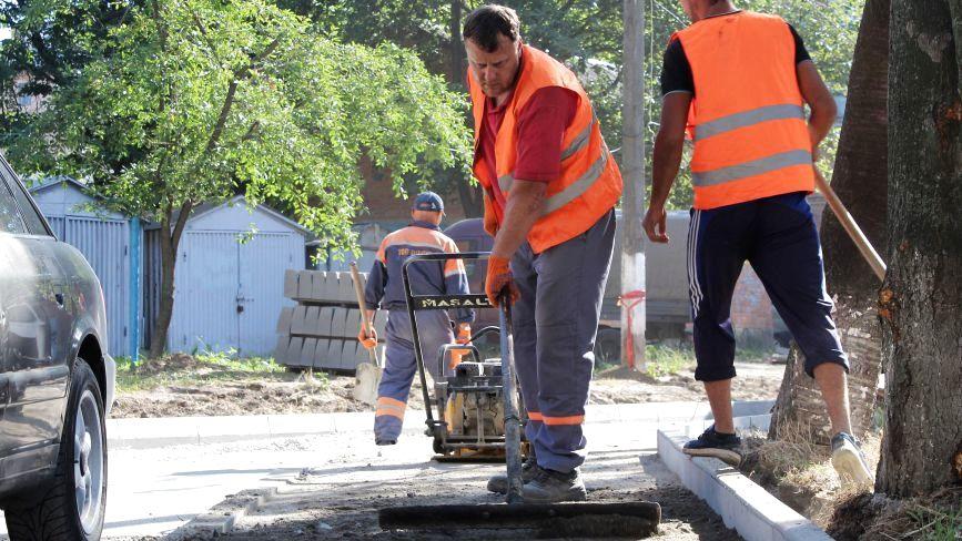 На ремонт дворів дають 26 мільйонів гривень з міського бюджету. Що за ці гроші роблять?