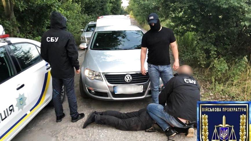 Літинські поліцейські систематично брали хабарі. Двох із них затримали