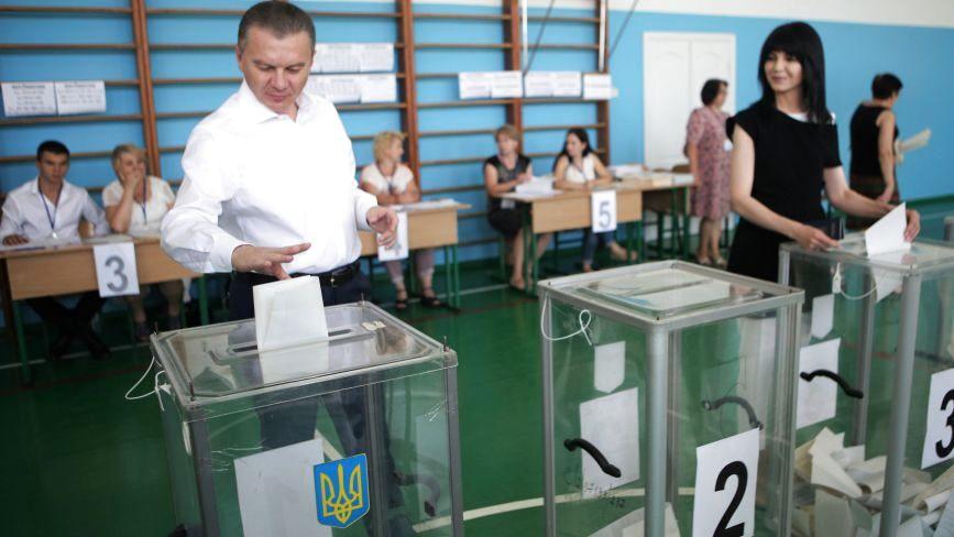 «З точки зору Конституції та доцільності — неможливі» Моргунов про позачергові місцеві вибори