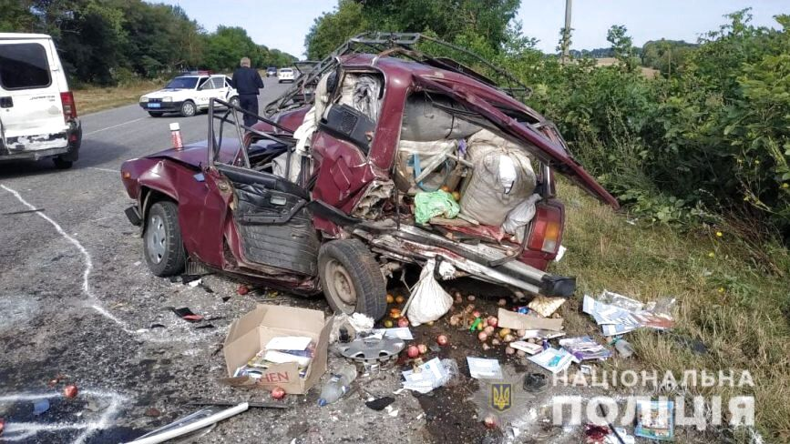 Розтрощені авто та тіла на дорозі. У селі Котюжани сталася жахлива ДТП