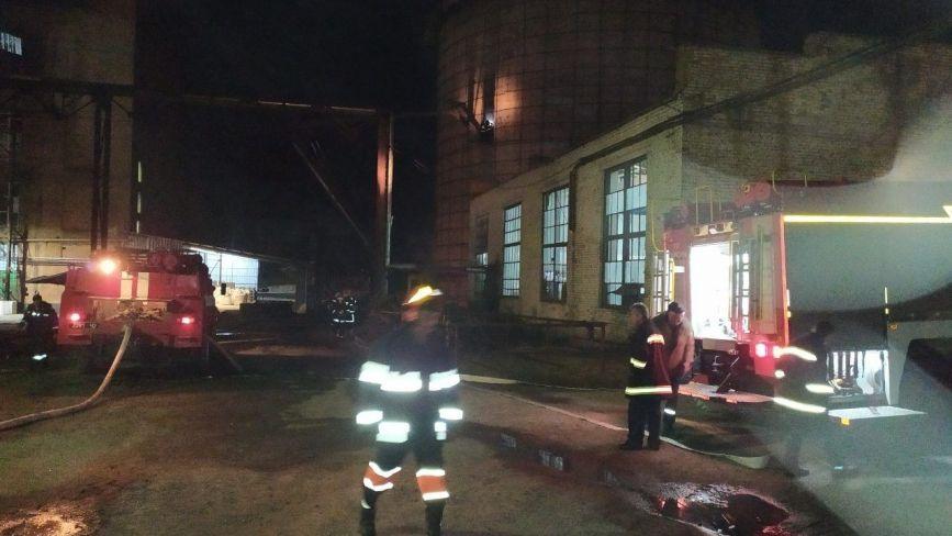 Цілу ніч рятувальники ліквідовували пожежу на цукровому заводі у Гайсині