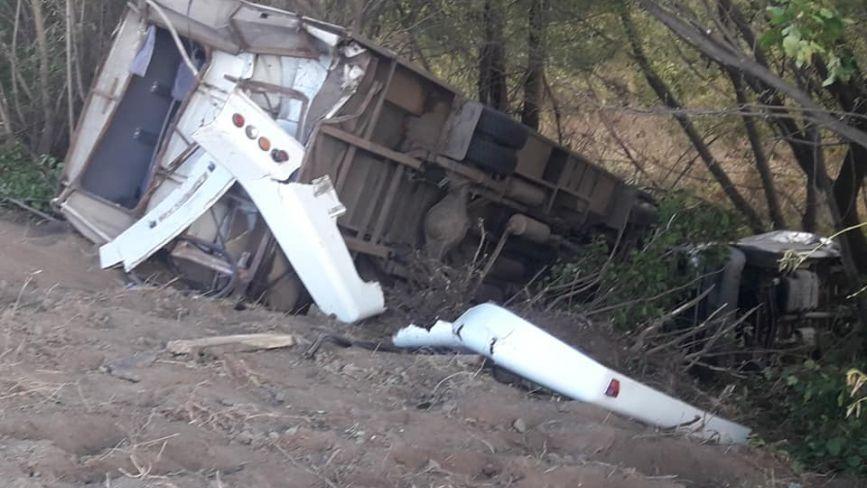 Біля Немирова три авто та автобус з людьми злетіли з дороги. Подробиці (ОНОВЛЕНО)