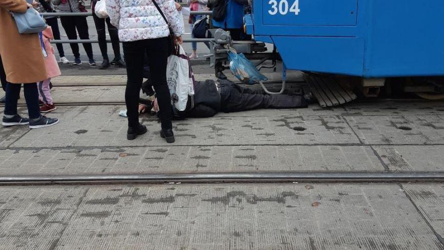 На Келецькій пішохід потрапив під трамвай. Зараз він в лікарні (ОНОВЛЕНО)