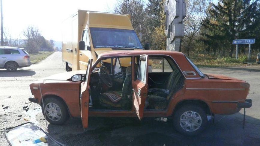 Mercedes не пропустив «ВАЗ», а Opel з'їхав у кювет: у ДТП постраждало 3 людей