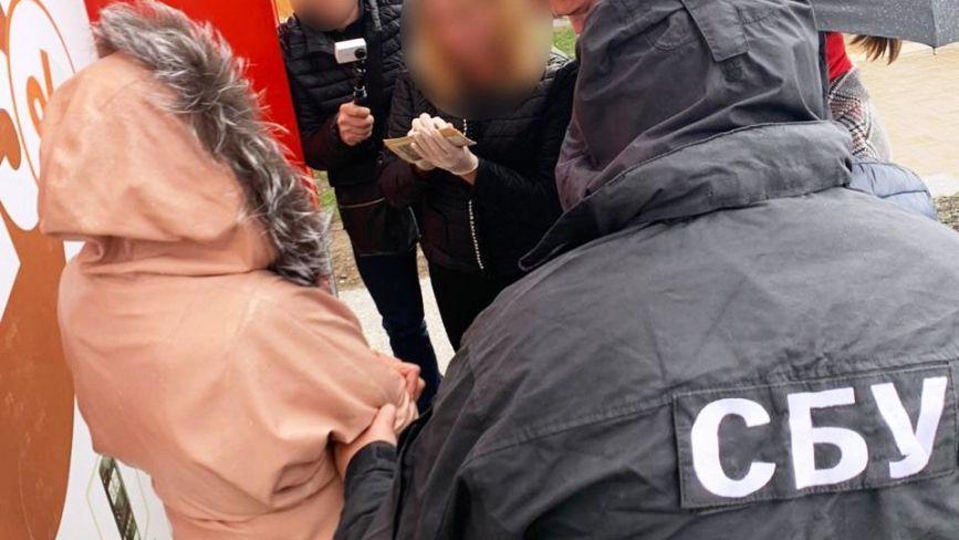 Мала занести в суд 30 тисяч гривень. Затримали адвокатку з грошима для хабара