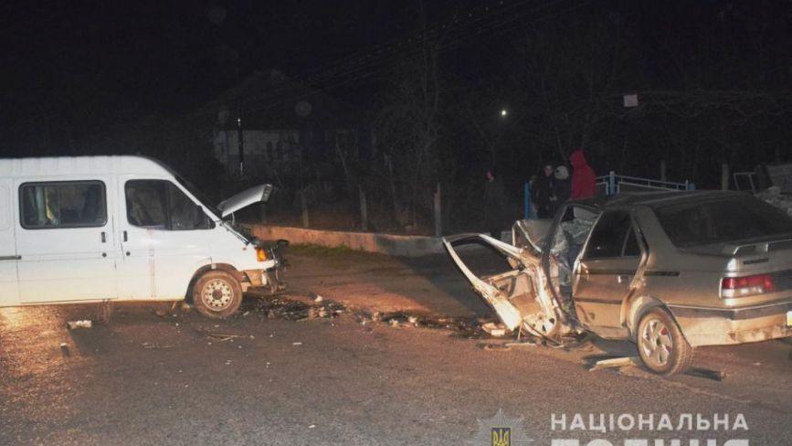 Смертельна ДТП: у Могилів-Подільському лоб у лоб зіткнулись мікроавтобус та легковик