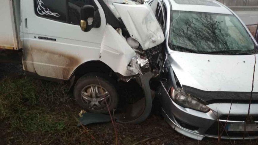 У Вінниці зіткнулися Mitsubishi та ГАЗ. Серед потерпілих діти