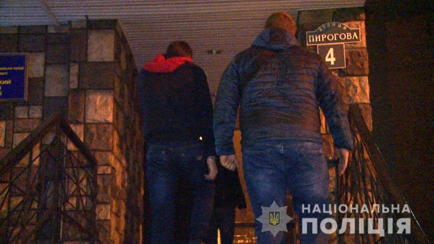 Двоє молодих вінничан нападали зі зброєю та оббирали студентів-іноземців