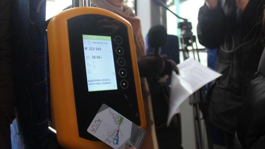 Як платити «Карткою вінничанина» у транспорті? Тест-драйв системи