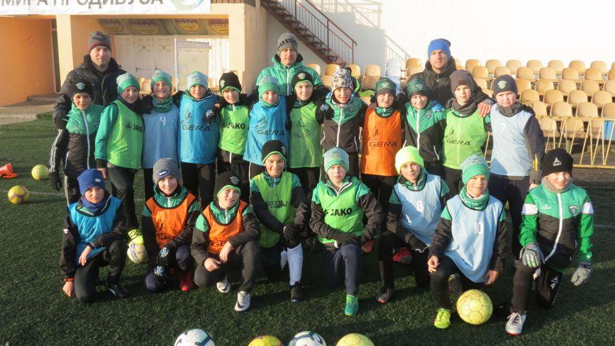 Футболісти «Прем'єр-Ниви» взимку тренуються просто неба