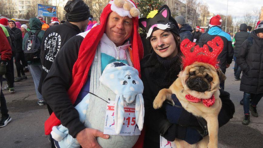 Перегони Vinnytsia New Year Run: стартували малюки і ветерани, учасники з тваринами і «новорічні персонажі»