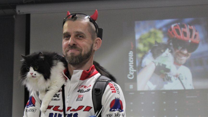 Коти та собаки на «залізних конях»: презентували велокалендар на 2020 рік