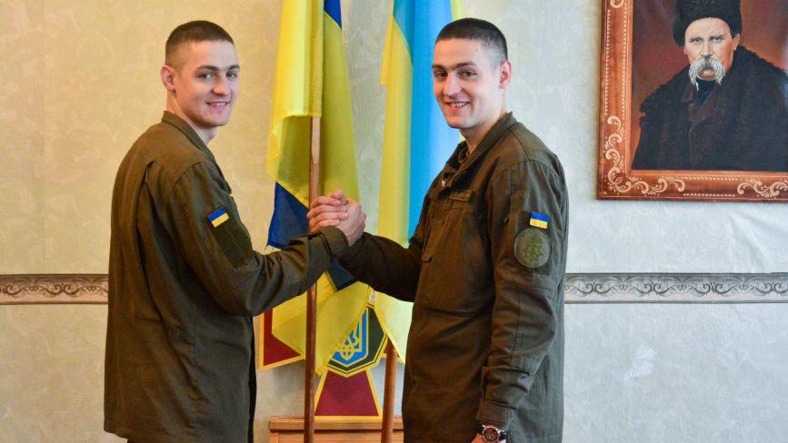 Близнюки-гвардійці: «Розіграші про те, хто з нас Андрій, а хто Віталій, залишили на гражданці»