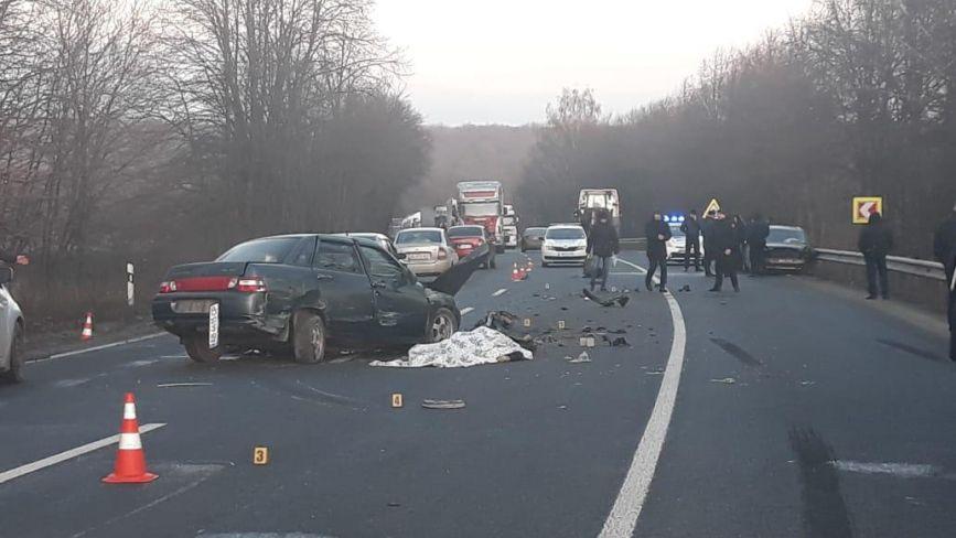 ДТП біля села Озеро: три потрощені авто, четверо постраждалих та один загиблий