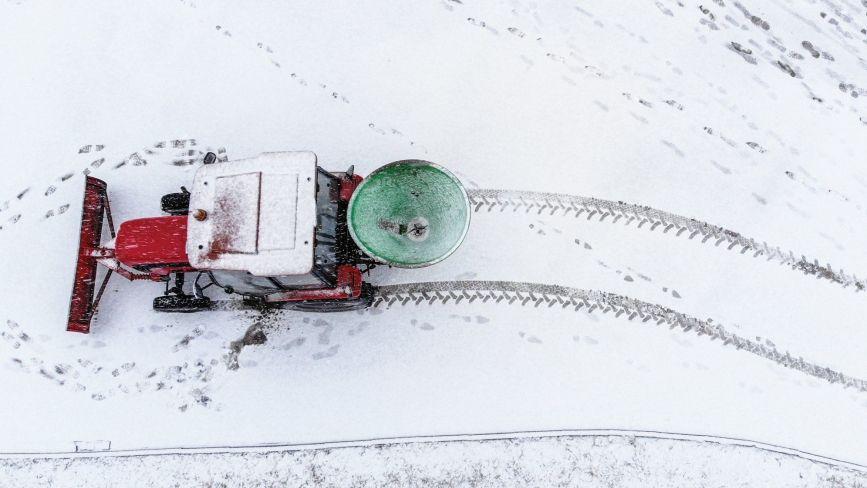 Вінницю чистять від снігу. Почали з доріг та тротуару