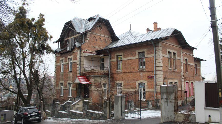 «ЖЕО» виїхало з історичної будівлі у центрі міста. Кому дістанеться маєток?