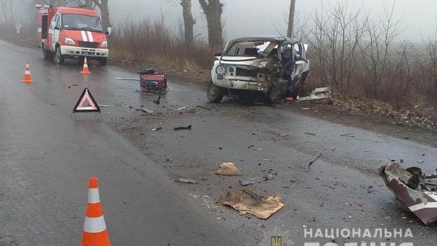 Результат зіткнення з вантажівкою: тіло водія ВАЗу діставали рятувальники