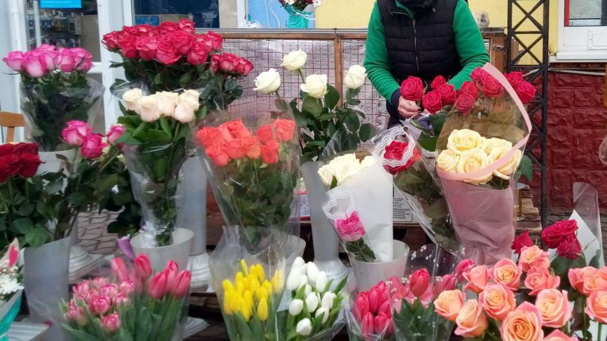 Квітковий ажіотаж у Вінниці. Чи змінив «валентинів» попит вартість тюльпанів і троянд?