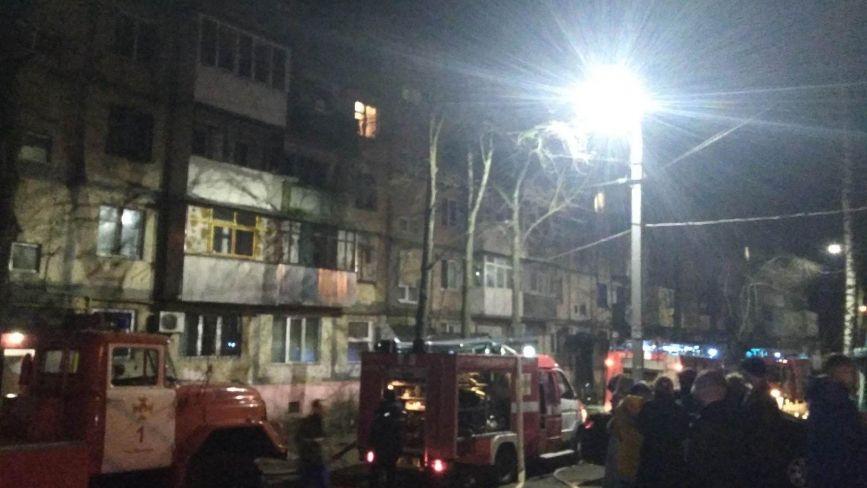 Смертельна пожежа на Вишеньці: 20 рятувальників гасили квартиру