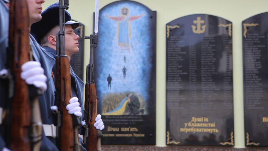 Меморіальну дошку з іменами загиблих вінничан встановили біля Собору