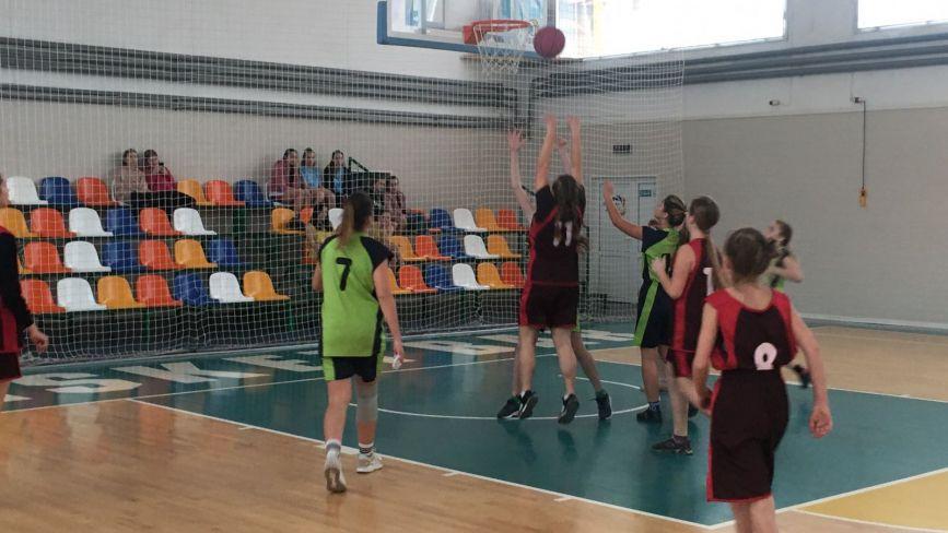 На домашньому чемпіонаті області барські баскетболістки розгромили всіх конкуренток