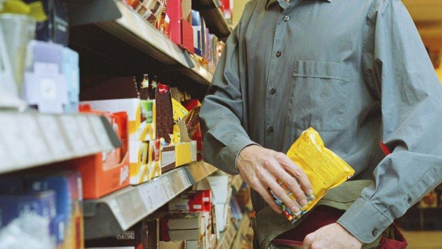 З магазину на Оводова поцупили продукти. Шукають крадія