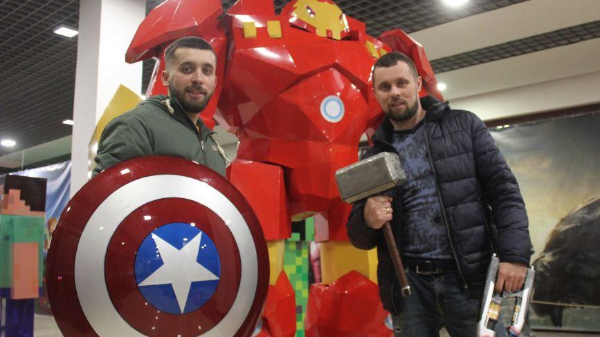 Колишні циркачі у Вінниці стали конструкторами супергероїв