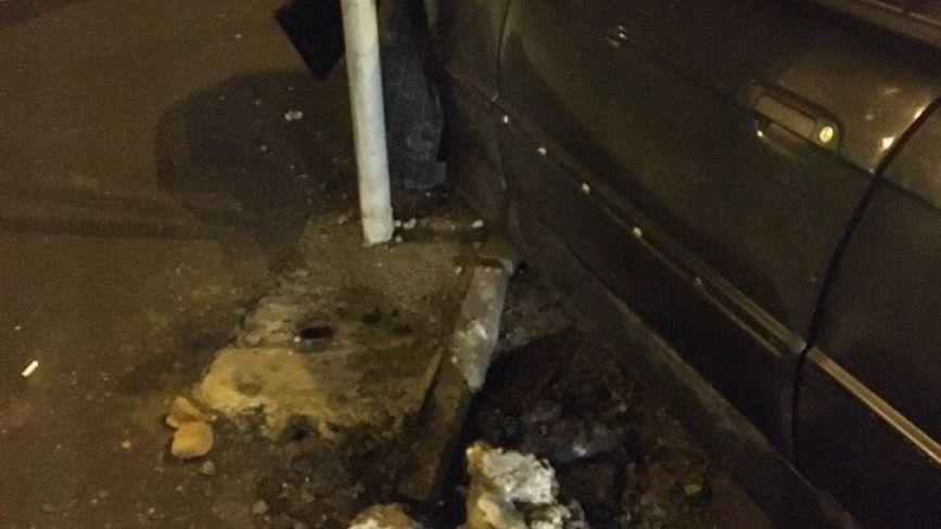 На Келецькій BMW знесло огорожу. Водій автівки був «під кайфом»