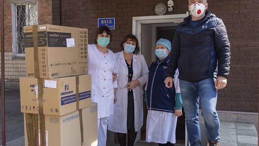 Читачі RIA і «20хвилин» передали допомогу вінницькій дитячій інфекційній лікарні