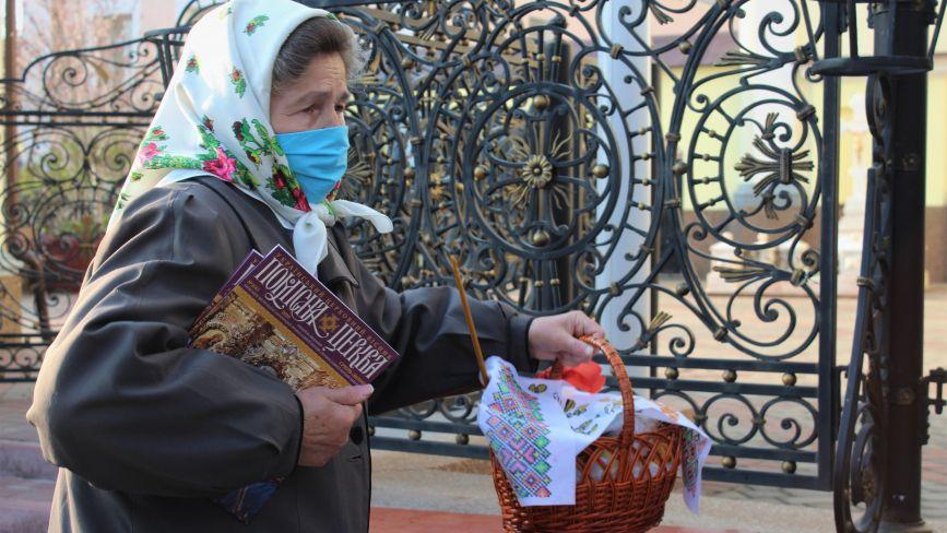 Помолилися і на вихід. Як у вінницьких храмах святкують Великдень