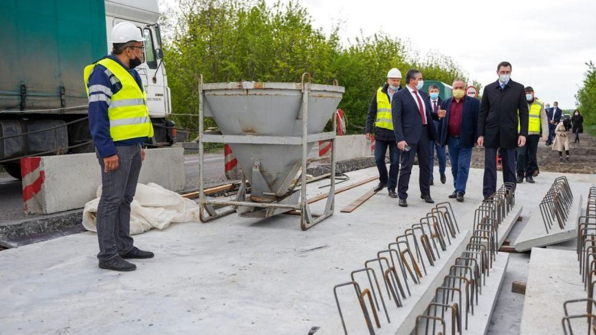 На Вінниччині ремонтують дороги, незважаючи на карантин