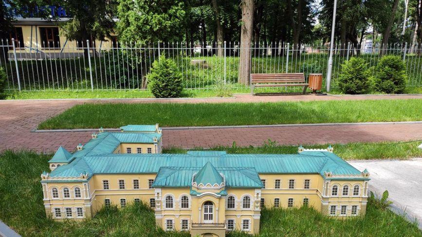 Оновлена «Міні-Вінниця». До Центрального парку повернули копії відомих пам'яток міста