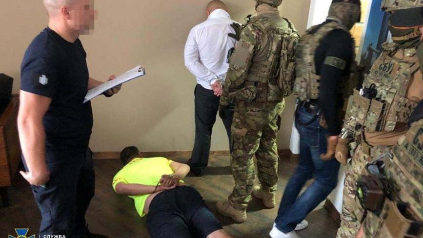 Рекетири вимагали понад мільйон гривень. У Вінниці затримали фейкового «радника» Президента