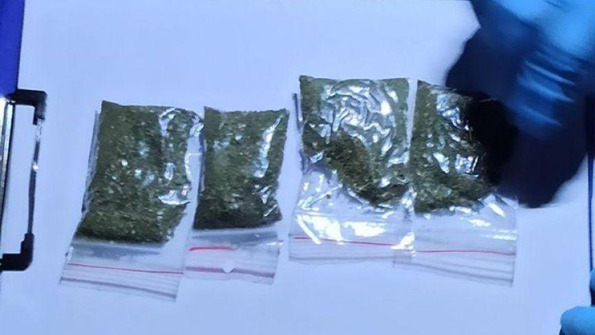 На Чорновола затримали чоловіка з чотирма пакетиками наркотиків