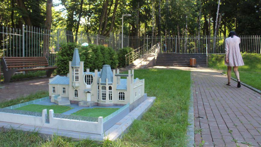 На локації «Міні-Вінниця» поставили ще три нових фігури відомих будинків