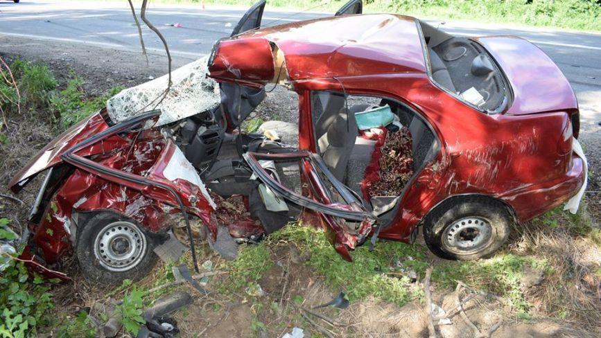 Смертельна ДТП біля Немирова: водій Ланос врізався у вантажівку