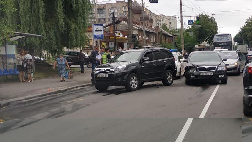 Транспортний колапс у Вінниці: через ДТП на Брацлавській утворився затор