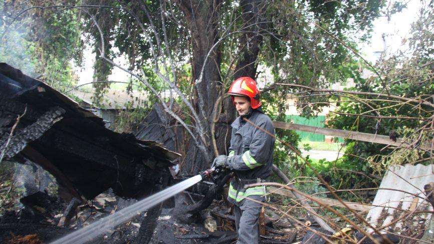 Пожежа на Київській: десять рятувальників гасили будинок